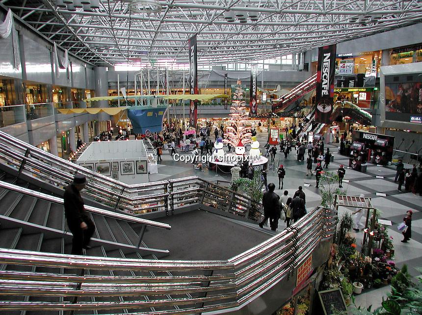 TRANSPORT : AIRPORT : JAPAN.Japan: February 7, 2001 Sapporo. Sapporo Chitose Airport.Photo by Kaku Kurita/sinopix.©sinopix