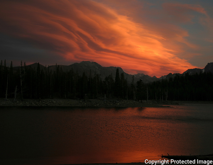 Sunset paints the sky over Horseshoe Lake in the Eastern Sierra.