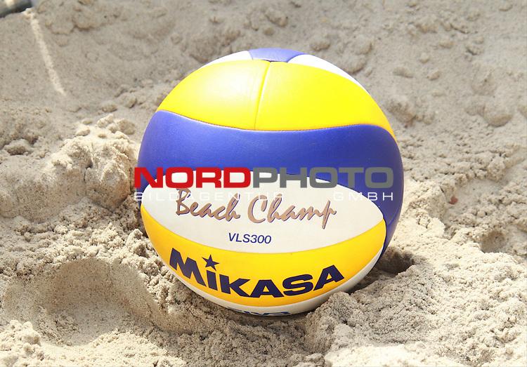 09.08.2013, Waldbuehne, Berlin, GER, Berlin, Beachvolleyball, FIVB World-Tour, , im Bild Spielball<br /> <br />               <br /> Foto &copy; nph /  Schulz