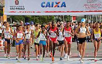 SAO PAULO, SP, 04 DE MARCO DE 2012 - MEIA MARATONA INTERNACIONAL DE SAO PAULO - Atletas da elite feminina durante a largada da Meia Maratona Internacional de Sao Paulo, na Praca Charles Muller, na manha deste domingo, 04. FOTO WARLEY LEITE - BRAZIL PHOTO PRESS.