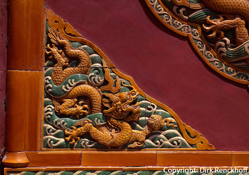 China, Peking, Bei Hai-Park, Pailou (Ehrentor) Detail