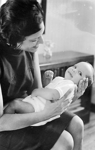 Maricusa Ornes con su hijo Ángel Luis Álvarez Ornes, 1968.