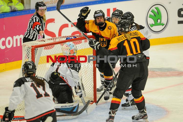 01.04.2015, Rosengards Ishall, Malm&ouml; , SWE, IIHF Eishockey Frauen WM 2015, Deutschland (GER) vsJapan (JPN), im Bild, Marie DELARBRE (#22, Merrimack College), Yvonne ROTHEMUND (#10, ESC Planegg), Nana FUJIMOTO (#1, JPN), Torjubel<br /> <br /> ***** Attention nur f&uuml;r redaktionelle Berichterstattung *****<br /> <br /> Foto &copy; nordphoto / Hafner