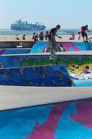 France, Seine-Maritime (76), Le Havre, classé Patrimoine Mondial de l'UNESCO,  Skatepark sur le front de mer // : France, Seine Maritime, Le Havre, listed as World Heritage by UNESCO, Skatepark on the waterfront