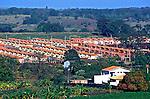 Conjunto habitacional para trabalhadores rurais. Ribeirão Preto. São Paulo. 2000. Foto de Juca Martins.