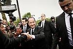 François Hollande rentre à l'Elysée et se rend ensuite à l'arc de triomphe. Nicolas Sarkosy s'en va. Mardi 15 mai. Photo Benjamin Géminel.