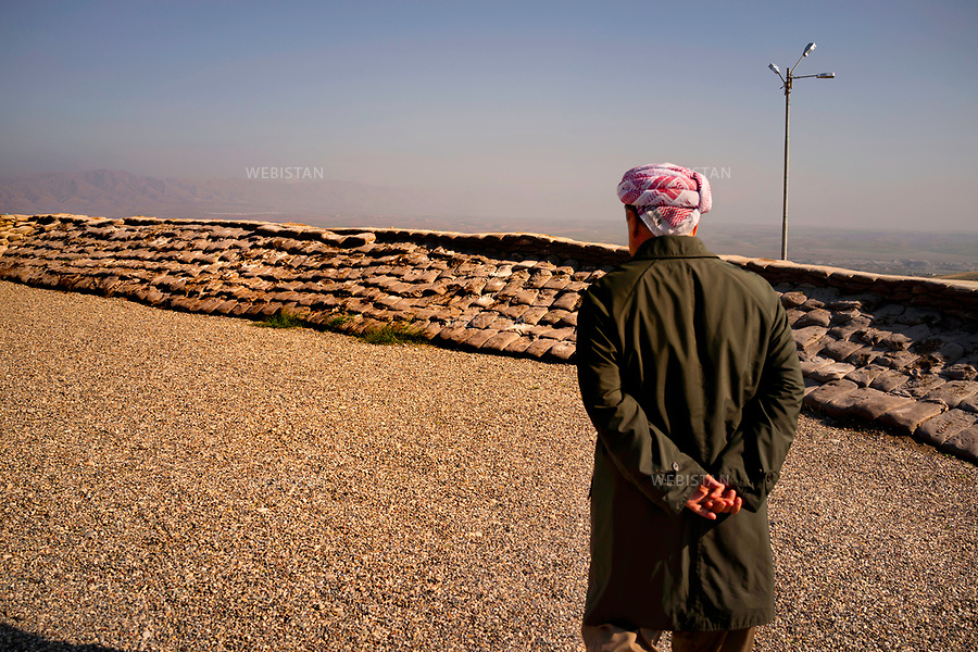 Regional Government of Kurdistan-Iraq, Niniveh province, near Shingal mountain (in Kurdish, or Sinjar in Arabic).<br /> Massoud Barzani, president of Regional Government of Kurdistan-Iraq (on the right) in his HQ near the frontline of Shingal (the city was freed from the Islamic State Organization (ISIS) by kurdish forces with the help of International Coalition on November 13th 2015) in Kurdish or Sinjar in Arabic to preparethe attacks and organize resistance to keep the new positions. <br /><br />Gouvernement R&eacute;gional du Kurdistan-Irak, province de Ninive, pr&egrave;s de la montagne de Shingal (en kurde, ou Sinjar en arabe)<br /> Massoud Barzani, pr&eacute;sident du Gouvernement R&eacute;gional du Kurdistan-Irak (&agrave; droite) &agrave; proximit&eacute; de son QG pr&egrave;s du front de Shingal (la ville est reprise des mains de l'organisation &Eacute;tat islamique, majoritairement lib&eacute;r&eacute;e par les forces kurdes, appuy&eacute;es par la coalition internationale le 13 novembre 2015) pour pr&eacute;parer les offensives et mettre en place la r&eacute;sistance afin de tenir les nouvelles positions.