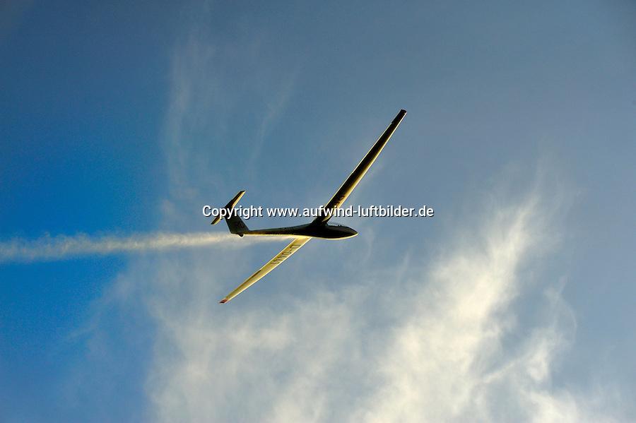 LS4: DEUTSCHLAND, 07.08.2009 LS4,  - Aufwind-Luftbilder Stichworte: Deutschland,  Segelflugzeug, Flugzeug, fliegen, fliegt, fliegend, Flug, Segelflug, Segelfliegen, Sport, Sportart, Luftsport, Luftsportgeraet, Geraet, Fluggeraet, LS 4, Ueberflug, Wasser ablassen,Fluegelspannweite, Fluegel, lang, lange, Spannweite, Meter,  Gleitflug, gleiten, gleitet, Freizeit, Hobby,  GFK, Glasfaser,