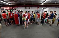 FUSSBALL WM 2014  VORRUNDE    Gruppe B     Spanien - Chile                           18.06.2014 Schlangen an der Verpflegungs-Staenden im Stadion