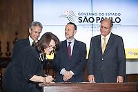 SAO PAULO. SP. 15 DE MARÇO DE 2013. ASSINATURA DE CONTRATO DE FINANCIAMENTO ENTRE SABESP E BNDS.A presidente da Sabesp, Dilma Pena,  durante a assinatura de contrato de financiamento entre a Sabesp (Saneamento Basico do estado de Sao Paulo) e o BNDS (banco nacional de desenvolvimento) no valor de R$ 1,35 bilhão para o programa de Despoluição da Bacia do Rio Tietê - Etapa III. O evento aconteceu no Palacio dos Bandeirantes na tarde desta sexta feira. . FOTO ADRIANA SPACA/BRAZIL PHOTO PRESS