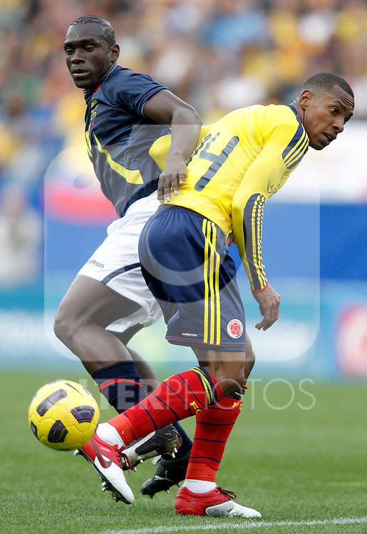 Colombia's national team Luis Amaranto Perea against Ecuador's Segundo Castillo during international friendly. March 26, 2011. (ALTERPHOTOS/Alvaro Hernandez)