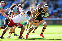 Guy Thompson of Wasps takes on the Harlequins defence. Aviva Premiership match, between Wasps and Harlequins on October 2, 2016 at the Ricoh Arena in Coventry, England. Photo by: Patrick Khachfe / JMP