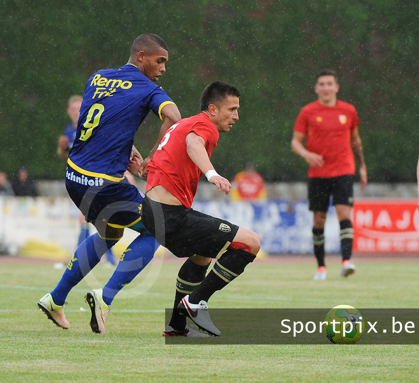 20160713 - DOUAI , FRANCE : RC Lens' Dusan Cvetinovic (R) and Waasland Beveren's Zino Gano (L) pictured during a friendly game between Racing Club de LENS and Waasland Beveren during the preparations for the 2016-2017 season , Wednesday 13 July 2016 ,  PHOTO Dirk Vuylsteke | Sportpix.Be