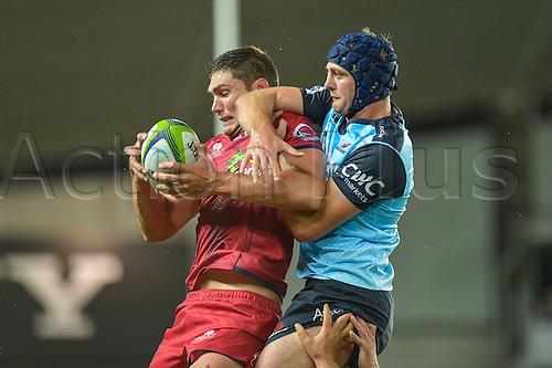 27.02.2016.  Sydney, Australia. Super Rugby. NSW Waratahs versus Queensland Reds. Reds lock Rob Simmons and Waratahs lock Dean Mumm contest the lineout. The Waratahs won 30-10.