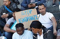 Immigrati in corteo per le strade di Napoli per dire No a Salvini e   parita di diritti