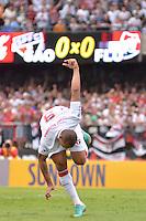 ATENÇÃO EDITOR: FOTO EMBARGADA PARA VEÍCULOS INTERNACIONAIS - SÃO PAULO, SP, 04 DE NOVEMBRO DE 2012 - CAMPEONATO BRASILEIRO - SÃO PAULO x FLUMINENSE: Luis Fabiano comemora gol durante partida São Paulo x Fluminense válida pela 34ª rodada do Campeonato Brasileiro de 2012 no Estádio do Morumbi. FOTO: LEVI BIANCO - BRAZIL PHOTO PRESS