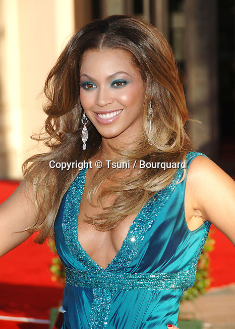 Beyonce Knowles arriving at American Music Awards ( AMA ) at the Shrine Auditorium in Los Angeles.<br /> <br /> headshot<br /> smile