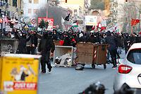 Corteo antiSalvini scontri tra manifestanti e forze dell'ordine