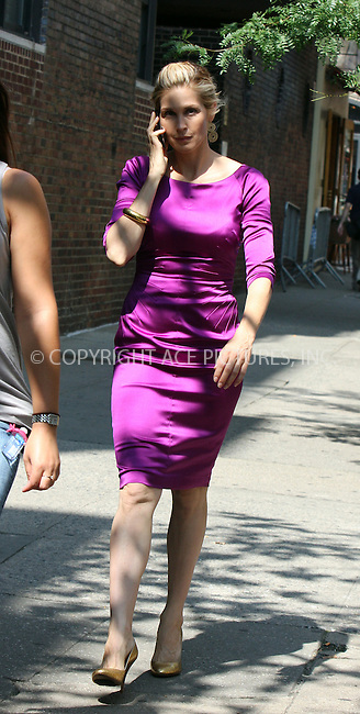 WWW.ACEPIXS.COM . . . . .  ....August 25 2009, New York City....Actress Kelly Rutherford on the set of the midtown Manhattan set of the TV show 'Gossip Girl' on August 25 2009 in New York City....Please byline: AJ Sokalner - ACEPIXS.COM..... *** ***..Ace Pictures, Inc:  ..tel: (212) 243 8787..e-mail: info@acepixs.com..web: http://www.acepixs.com