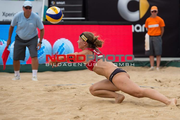 19.07.2014, Den Haag, Beach Stadion Scheveningen<br /> FIVB Transavia Grand Slam, Halbfinale<br /> <br /> Abwehr Katrin Holtwick (#1 GER)t<br /> <br />   Foto &copy; nordphoto / Kurth