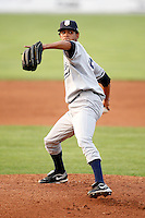 August 15, 2009:  Pitcher Kelvin Perez of the Staten Island Yankees delivers a pitch during a game at Dwyer Stadium in Batavia, NY.  Staten Island is the Short-Season Class-A affiliate of the New York Yankees.  Photo By Mike Janes/Four Seam Images