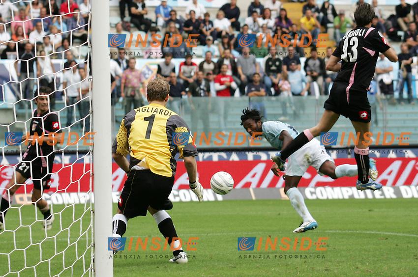 Roma, 17/09/2006<br /> Olimpico, Lazio Palermo 1-2<br /> Nella foto: tiro in porta di Christian &ugrave;Manfredini Lazio.<br /> Photo Antonietta Baldassarre Inside