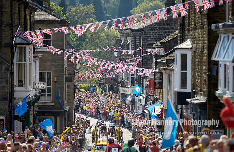 Picture by Shaun Flannery/SWpix.com - 06/05/2018 - Cycling - 2018 Tour de Yorkshire - Stage 4: Halifax - Leeds - Yorkshire, England<br /> <br /> The peloton makes its way through Pateley Bridge.