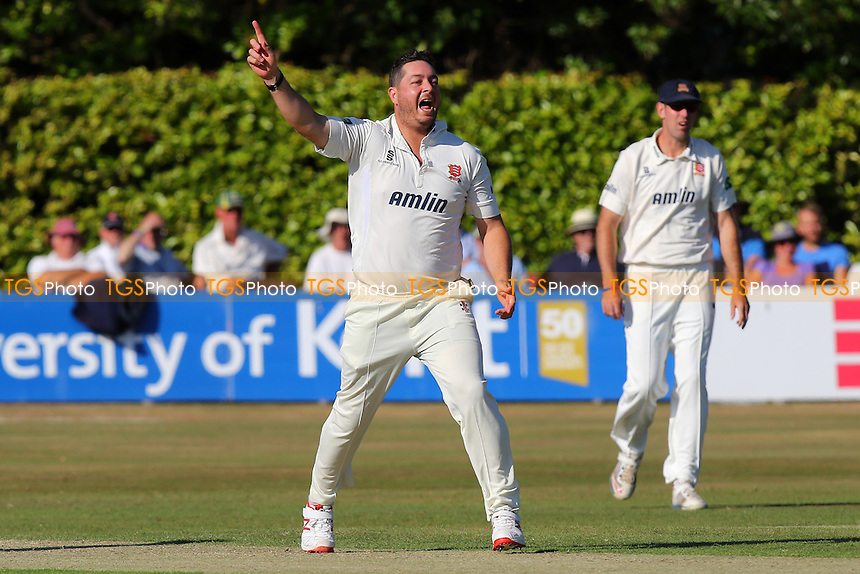 Jesse Ryder of Essex CCC appeals in vain for the wicket of Daniel Bell-Drummond