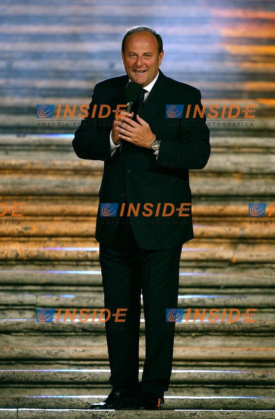 Roma 16 Luglio 2003 <br /> Donna Sotto le Stelle <br /> Gerry Scotti<br /> Foto Andrea Staccioli Insidefoto