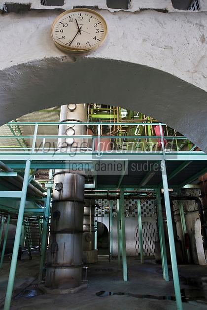 France/DOM/Martinique/Le François: Distillerie du Simon- Les colonnes de distillation