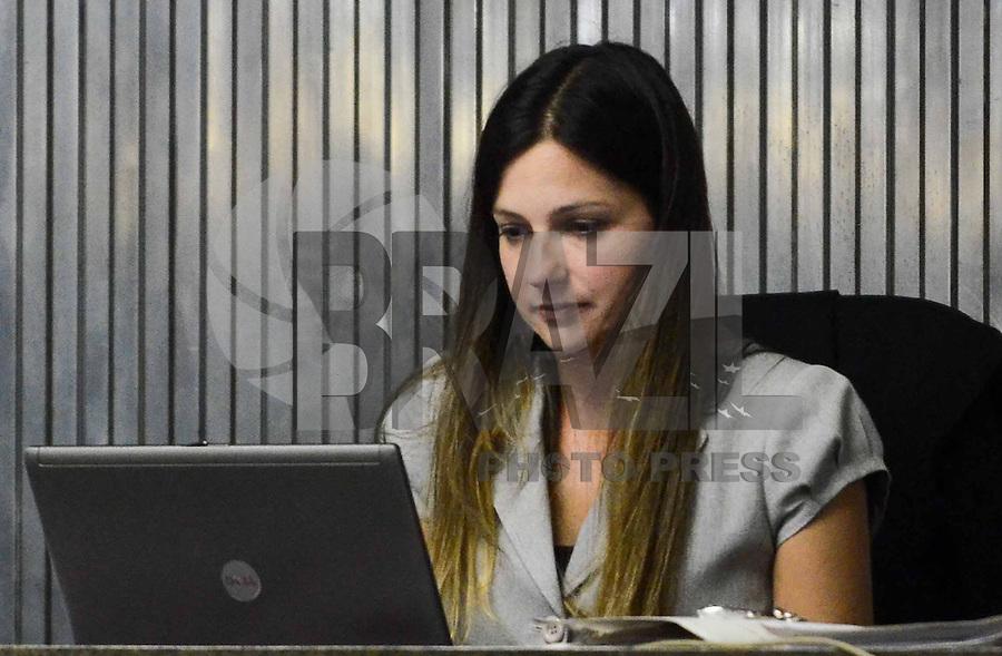 SANTO ANDRE, SP, 16 DE FEVEREIRO 2012 - JULGAMENTO LINDEMBERG ALVES - CASO ELOA -Juiza Milena Dias durante no quarto dia do julgamento de Lindemberg Alves, de 25 anos, acusado de matar a ex-namorada Eloá Cristina Pimentel em outubro de 2008, chega ao fórum de Santo André (SP), no ABC Paulista, nesta quinta-feira (16),  (FOTO: ADRIANO LIMA - BRAZIL PHOTO PRESS).