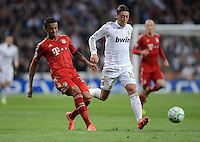 FUSSBALL   CHAMPIONS LEAGUE SAISON 2011/2012  HALBFINALE  RUECKSPIEL      Real Madrid - FC Bayern Muenchen           25.04.2012 Luiz Gustavo (li, FC Bayern Muenchen) gegen Mesut Oezil (re, Real Madrid)