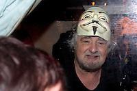 Beppe Grillo sul camper con la maschera di V - Beppe Grillo wears the mask of V.Roma 22/02/2013 Piazza San Giovanni. Tappa coclusiva dello Tsunami Tour e chiusura della campagna elettorale del Movimento 5 stelle..Elections 2013, Closing of the campaign of ' Movment 5 stars' .Photo Samantha Zucchi Insidefoto