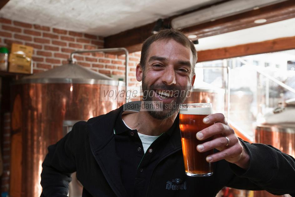Europe/France/Rhône-Alpes/74/Haute Savoie/Les Gets: Colin Bischop dans la brasserie de son pub / Le Pub Irlandais [Non destiné à un usage publicitaire - Not intended for an advertising use]