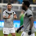 Nederland, Venlo, 9 december  2012.Eredivisie.Seizoen 2012/2013.VVV-VItesse 3-1.Theo Janssen van Vitesse maant Bony tot rust