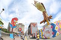 RECIFE, PE, 28.02.2014 - CARNAVAL PE / GALO DA MADRUGADA - Base do  tradicional Galo da Madrugada é visto com referencia ao carnaval de 2013 ele é montado na Ponte Duarte Coelho, na região central do Recife (PE), na manha desta sexta-feira, 28. O Carnaval deste ano homenageia o artista Antônio Nóbrega. (Foto: Vanessa Carvalho/ Brazil Photo Press).