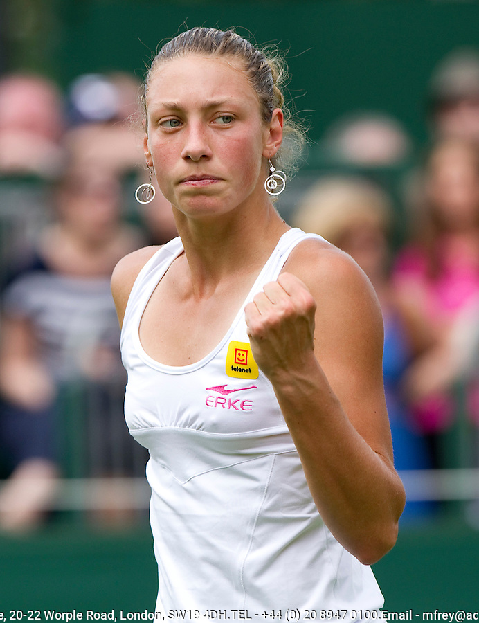 Yanina Wickmayer (BEL) (15) against Alison Riske (USA) in the first round of the ladies singles. Yanina Wickmayer beat Alison Riske 6-4 5-7 6-3..Tennis - Wimbledon Lawn Tennis Championships - Day 1 Mon 21 Jun 2010 -  All England Lawn Tennis and Croquet Club - Wimbledon - London - England..© FREY - AMN IMAGES  Level 1, Barry House, 20-22 Worple Road, London, SW19 4DH.TEL - +44 (0) 20 8947 0100.Email - mfrey@advantagemedianet.com.www.advantagemedianet.com