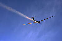Segelflugzeug vom Typ LS4 beim Ueberflug in Klix: DEUTSCHLAND, SACHSEN 07.08.2009: Segelflugzeug vom Typ LS4 beim Ueberflug in Klix