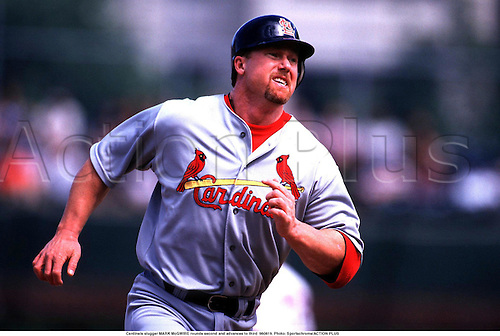 Cardinals slugger MARK McGWIRE rounds second and advances to third  980819. Photo: actionplus...baseball hitter.1998