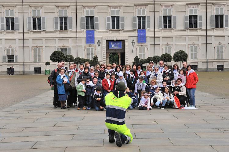Turisti in piazza Castello