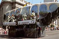 FILE - le defile de la Saint-Jean dans les annees 90<br /> <br /> (date inconnue ,  circa 1993)<br /> <br /> <br /> PHOTO  :  Agence Quebec Presse