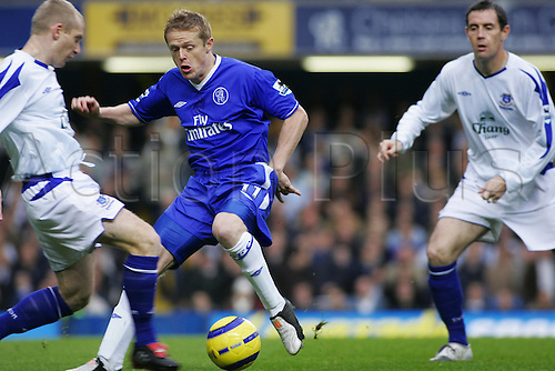 6 November 2004: Chelsea midfielder Damien Duff watches Tony Hibbert clear the ball during the Premiership match between Chelsea and Everton. Chelsea won the game played at Stamford Bridge 1-0. Photo: Action Plus..041106 soccer football premier league premiership player players footballer footballers