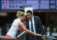 Arena Loire,  Trélazé,  France, 16 April, 2016, Semifinal FedCup, France-Netherlands, Second match: Kristina Mldanovic vs Richel Hogenkamp (NED), Pixtured : Richel Hogenkamp in discussion with the umpire<br />