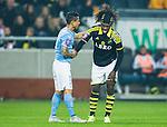 Solna 2015-10-04 Fotboll Allsvenskan AIK - Malm&ouml; FF :  <br /> AIK:s Mohamed Bangura har int efter en n&auml;rkamp med Malm&ouml;s Yoshimar Yotun under matchen mellan AIK och Malm&ouml; FF <br /> (Foto: Kenta J&ouml;nsson) Nyckelord:  AIK Gnaget Friends Arena Allsvenskan Malm&ouml; MFF skada skadan ont sm&auml;rta injury pain