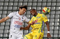 MANIZALES -COLOMBIA, 03-10-2013. Sergio Herrera (I) de Once Caldas disputa el balón con Luis Nunez (D) de Atlético Huila  válido por la fecha 13 de la Liga Postobón II 2013 jugado en el estadio Palogrande de la ciudad de Manizales./ Once Caldas player Sergio Herrera (L) fights for the ball with Atletico Huila player Luis Nunez (R) during match valid for the 13th date of the Postobon  League II 2013 at Palogrande stadium in Manizales city. Photo: VizzorImage/Yonboni/STR