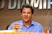 CURITIBA, PR, 01.10.2018 – ELEIÇÕES-2018 – O candidato à presidência da república Fernando Haddad (PT), durante encontro no sindicato dos metalúgicos em Curitiba (PR) na tarde desta segunda-feira (01).(Foto: Paulo Lisboa/Brazil Photo Press)