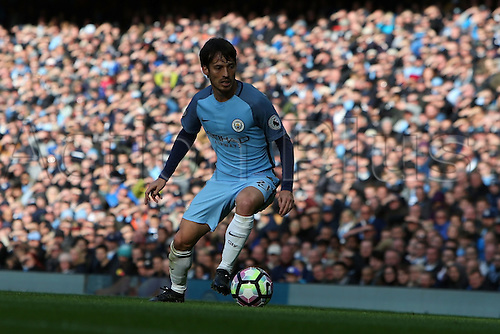 23.10.2016. The Etihad, Manchester, England. Premier League Football. Manchester City versus Southampton. David Silva of Manchester City controls the ball near the touchline.
