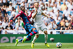 Karim Benzema of Real Madrid (R) fights for the ball with Jefferson Lerma of Levante UD (L) during the La Liga match between Real Madrid and Levante UD at the Estadio Santiago Bernabeu on 09 September 2017 in Madrid, Spain. Photo by Diego Gonzalez / Power Sport Images