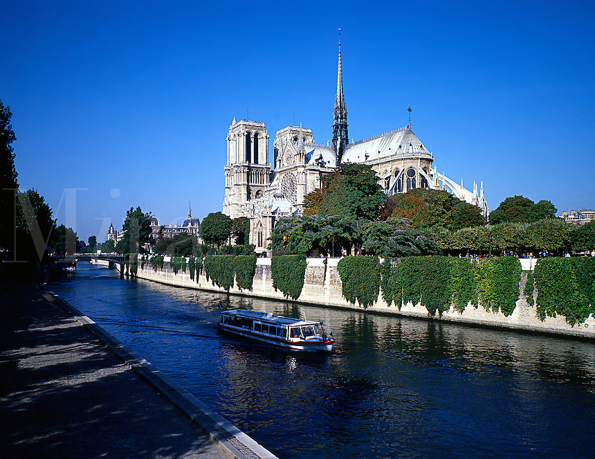 The Notre Dame on the Seine in Paris