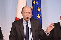 Roma, 30 Novembre 2012.Palazzo Chigi..Il ministro dello sviluppo economico Corrado Passera durante la conferenza stampa dopo il Consiglio dei Ministri sull'Ilva di Taranto.